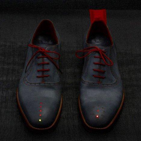 پیدا کردن سریع آدرس با کفش Dominic Wilcox مجهز به ردیاب جی پی اس