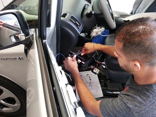 آموزش نصب ردیاب خودرو